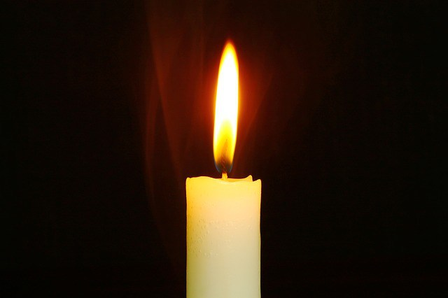 candle-759143_640
