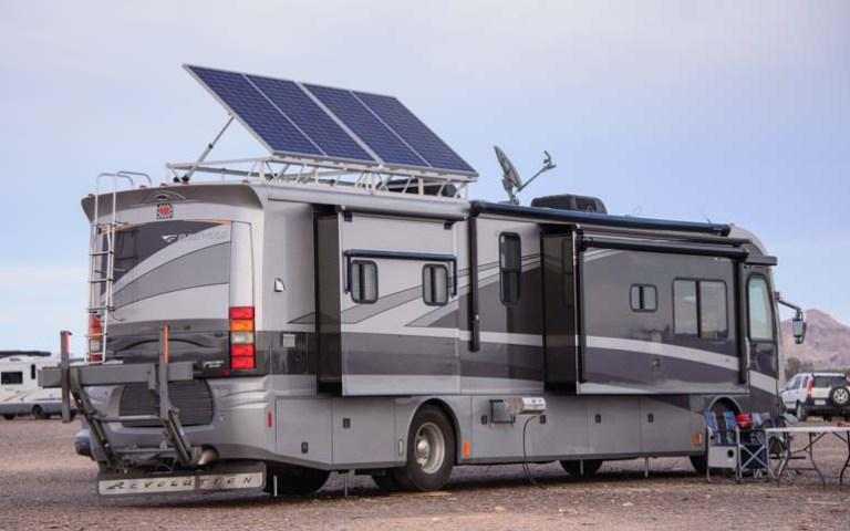 03-701-Solar-panels-on-motorhome-RV-camping-in-Quartzsite-Arizona